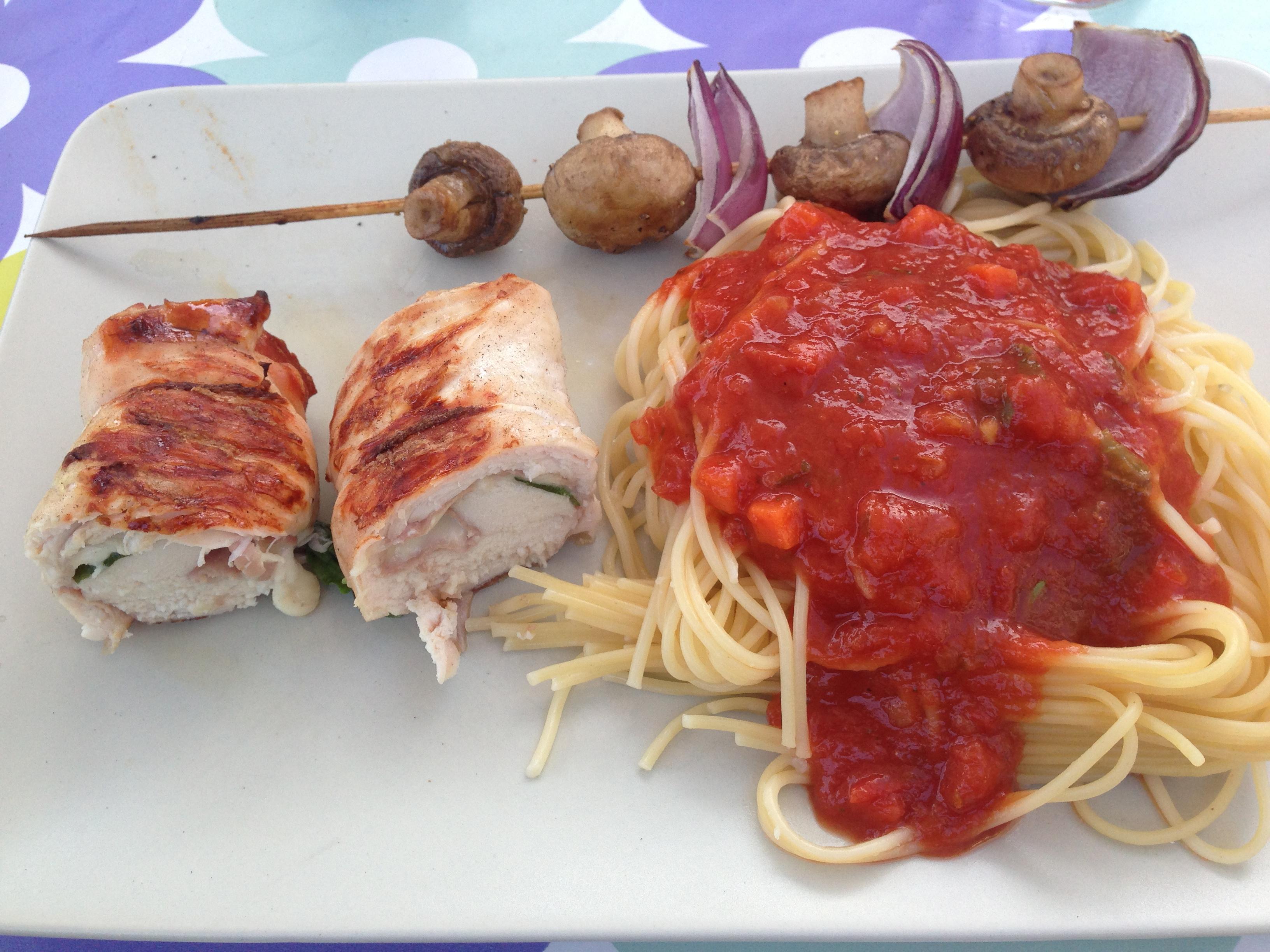 gevulde kip mozzarella rauwe ham op de bbq