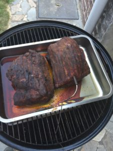 pulled pork in een ovenschaal om sappig te blijven