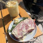 Wrijf de steak in met mayonaise
